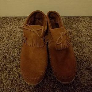 Minnetonka high top sneaker-like moccasin size 11